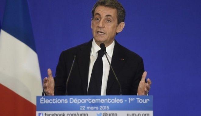 Γαλλία: Η δεξιά κατάφερε να επικρατήσει της άκρας δεξιάς στις Περιφερειακές Εκλογές