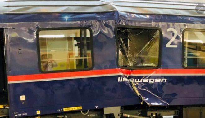 Σύγκρουση τρένου με λεωφορείο