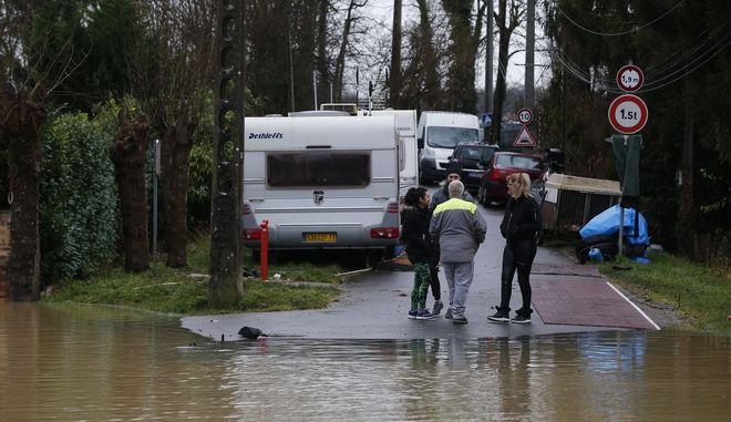 Νεκροί και αγνοούμενοι από καταρρακτώδεις βροχές στη νότια Γαλλία