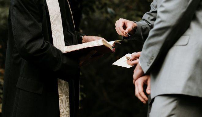 Γάμος εν μέσω καραντίνας: Στη Νέα Υόρκη τα ζευγάρια παντρεύονται διαδικτυακά