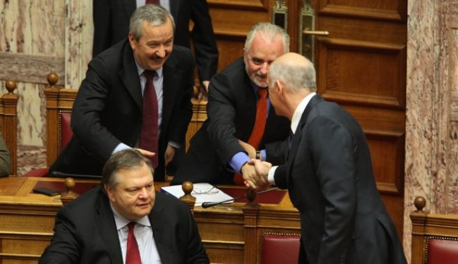 1-4-2011-ΑΘΗΝΑ-ΒΟΥΛΗ-Ο πρωθυπουργός Γ. Παπανδρέου απαντά σε ερώτηση του προέδρου της ΝΔ Αντώνη Σαμαρά για την ακρίβεια και τα λουκέτα στην αγορά, σε ερώτηση του προέδρου του ΛΑΟΣ, Γ. Καρατζαφέρη, για την αμφισβήτηση της ελληνικής ΑΟΖ στο Καστελόριζο από την Τουρκία,  και σε ερώτηση του προέδρου του ΣΥΡΙΖΑ, Αλ. Τσίπρα, για τα αποτελέσματα της ευρωπαϊκής συνόδου κορυφής για το σύμφωνο του ευρώ/ ΣΤΗ ΦΩΤΟΓΡΑΦΙΑ Ο ΠΡΩΘΥΠΟΥΡΓΟΣ Γ. ΠΑΠΑΝΔΡΕΟΥ ,Ο ΥΕΘΑ ΕΥΑΓΓΕΛΟΣ ΒΕΝΙΖΕΛΟΣ ,Ο ΥΦΥΠΟΥΡΓΟΣ ΟΙΚΟΝΟΜΙΚΩΝ  ΔΗΜΗΤΡΗΣ ΚΟΥΣΕΛΑΣ ΚΑΙ ΑΝΑΠΛΗΡΩΤΗΣ ΥΠΟΥΡΓΟΣ ΕΡΓΑΣΙΑΣ ΓΙΩΡΓΟΣ ΚΟΥΤΡΟΥΜΑΝΗΣ .(EUROKINISSI-ΓΙΑΝΝΗΣ ΠΑΝΑΓΟΠΟΥΛΟΣ)