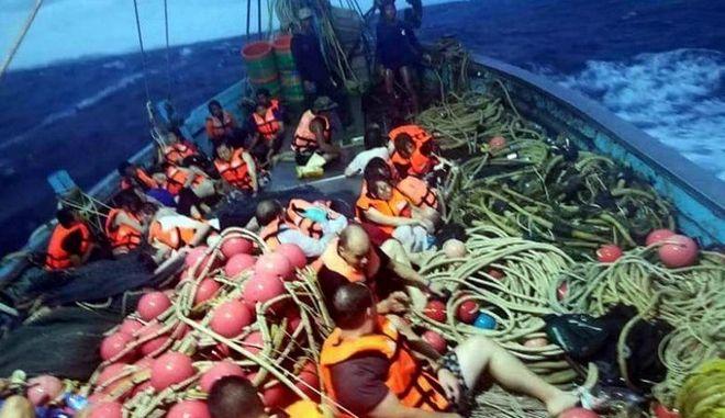 Δεκάδες αγνοούμενοι από τη βύθιση τουριστικού σκάφους στο Πουκέτ