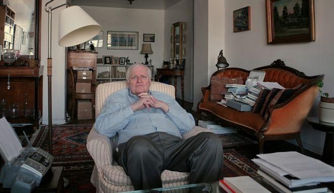 **ADVANCE FOR SUNDAY NOV. 9** Poet John Ashbery interviewed at his apartment in New York, Monday Sept. 29 , 2008.  (AP Photo/Bebeto Matthews)