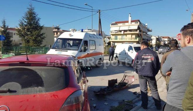 Λαμία: Ανήλικος παραβίασε STOP και τραυμάτισε 35χρονη οδηγό