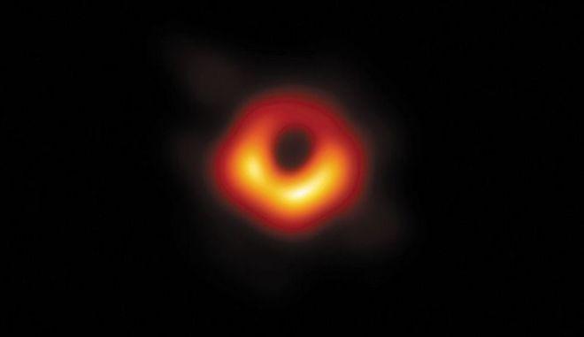 Η μαύρη τρύπα που φωτογράφισαν οι επιστήμονες
