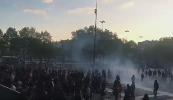 Γαλλικές εκλογές: Συγκρούσεις αντιφασιστών με αστυνομικούς στο Παρίσι