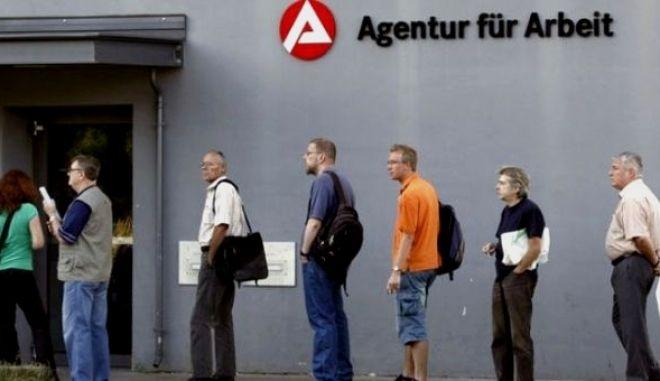 Νέα μείωση της ανεργίας στη Γερμανία τον Φεβρουάριο