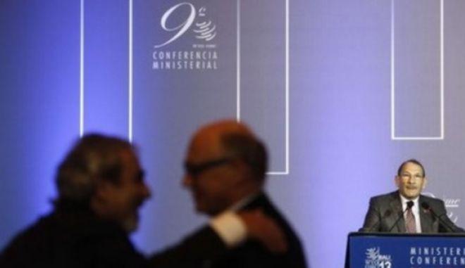 Ιστορική μέρα για τον ΠΟΕ: Παγκόσμια εμπορική συμφωνία αξίας 1 τρισ. δολαρίων