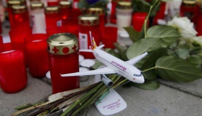 Airbus A320: Δεν είναι δεδομένο η αυτοκτονία. Και η EasyJet με τρεις πιλότους
