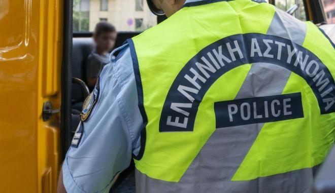 Αστυνομικός έλεγχος σε σχολικό λεωφορείο