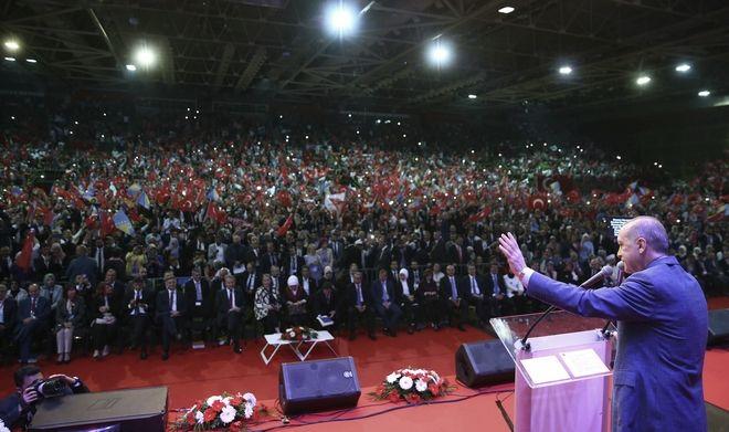Ο Τούρκος πρόεδρος Ρετζέπ Ταγίπ Ερντογάν κάλεσε τους Τούρκους που ζουν στο εξωτερικό να αναμειχθούν στην πολιτική της χώρας τους κατά την ομιλία του σε προεκλογική συγκέντρωση στο Σαράγεβο