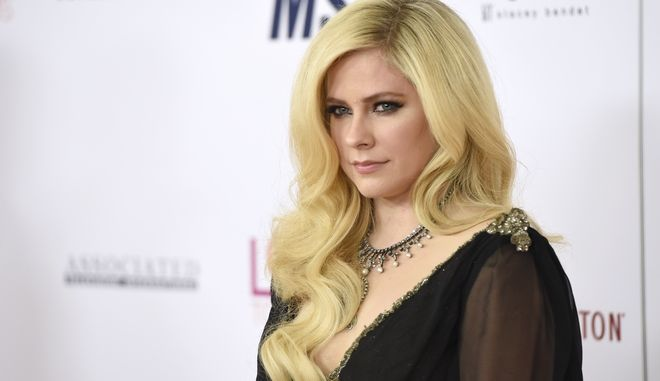 Η τραγουδίστρια Avril Lavigne σε μια από τις πρώτες της δημόσιες εμφανίσεις μετά από χρόνια, Μπέβερλι Χιλς, Απρίλιος 2018