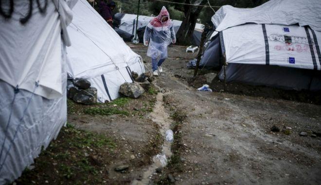 Δύσκολες οι συνθήκες διαβίωσης για τους πρόσφυγες στον έξω καταυλισμό της Μόριας