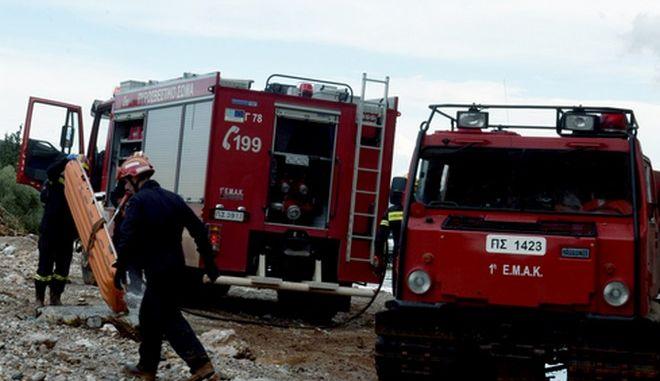 Σήμερα το πρωί εντοπίστηκε ακόμη ένας νεκρός από τους αγνοούμενους κοντλα στο αμαξοστάσιο της Μάνδρας στην περιοχή ρέμα της Σούρας.Οι νεκροί από την καταστροφική καταιγίδα που προκάλεσε μεγάλες καταστροφές στην περιοχή της Δυτικής Αττικής μέχρι τώρα,είναι είκοσι ένας,Τρίτη 21 Νοεμβρίου 2017 (ΦΩΤΟΓΡΑΦΙΑ ΑΠΟ ΤΙΣ 18/11 EUROKINISSI/Τατιάνα Μπόλαρη)