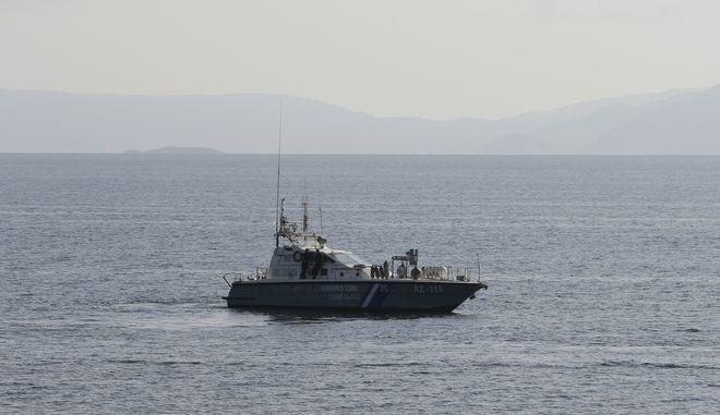 Σκάφος του Λιμενικού πραγματοποιεί έρευνες