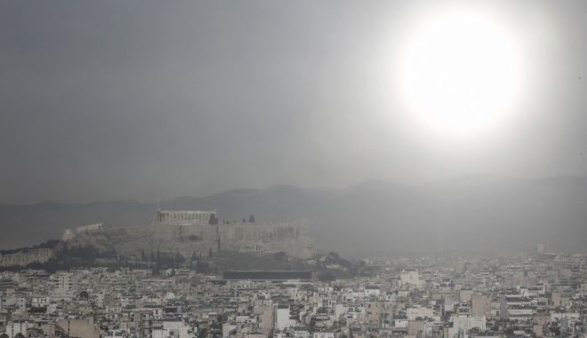Dust from Africa in the atmosphere of Attica, in Athens, Greece on February 17, 2016. (Multiple exposure picture) /        , , 17  2016. (  )
