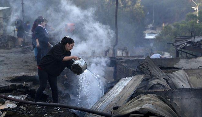 Η περιοχή στο Βαλπαραΐσο μετά το πέρασμα της φωτιάς που έκαψε 150 σπίτια