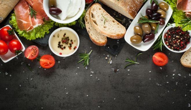 Η μεσογειακή διατροφή κάνει καλό, αλλά μόνο στους πλούσιους και μορφωμένους