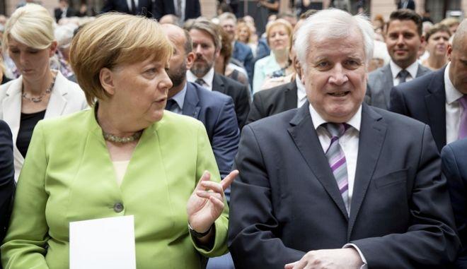 Η καγκελάριος Μέρκελ και ο Υπουργός Εσωτερικών Χορστ Ζεεχόφερ
