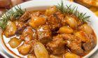 """Ο Guardian αποθεώνει το στιφάδο: """"Το καλύτερο ελληνικό φαγητό"""""""