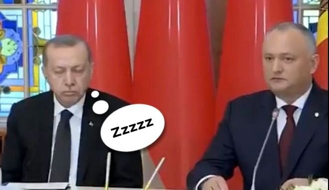 Ο Τούρκος πρόεδρος Ρετσέπ Ταγίπ Ερντογάν έριξε έναν υπνάκο κατά τη διάρκεια της συνάντησης με τον Μολδαβό ομόλογό του