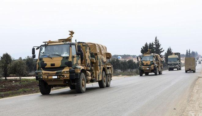 Οχήματα του τουρκικού στρατού στην Ιντλίμπ της Συρίας