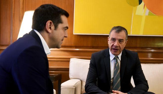 Στιγμιότυπο από την συνάντηση του Πρωθυπουργου Αλέξη Τσίπρα με τον επικεφαλής του Ποταμιού Σταύρο Θεοδωράκη,προκειμένου να τον ενημερώσει για τις επαφές του στο Νταβός, Σάββατο 27 Ιανουαρίου 2018 (EUROKINISSI/ΤΑΤΙΑΝΑ ΜΠΟΛΑΡΗ)