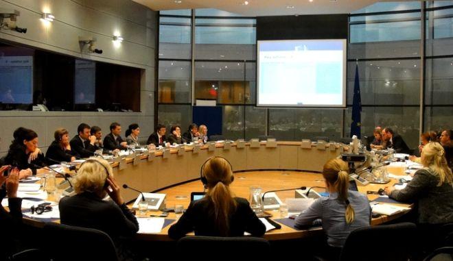 Τι αποκαλύπτουν Ευρωπαίοι αξιωματούχοι: Δεν αρκούν τα προαπαιτούμενα για τη χορήγηση της δόσης