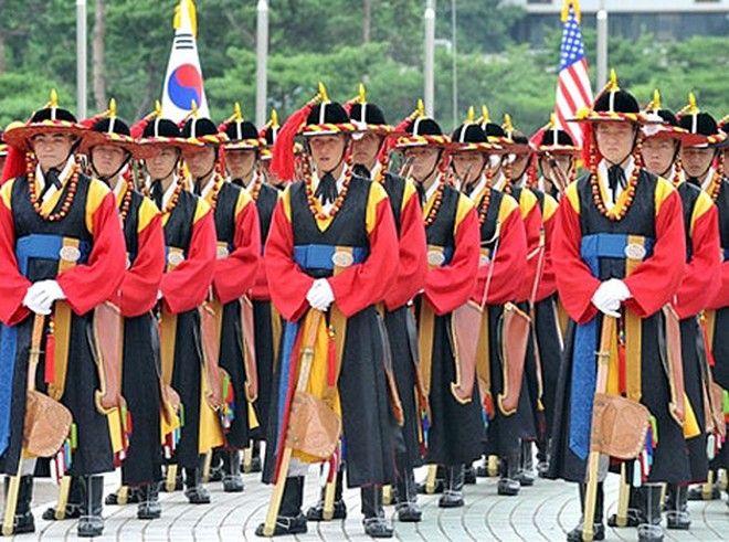 Οι πιο αστείες στρατιωτικές στολές του κόσμου