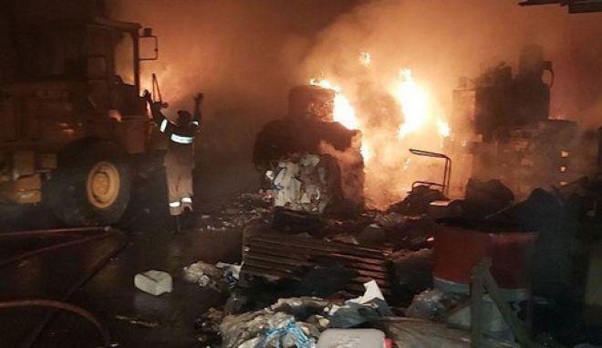 Εικόνα από τη φωτιά στον ΦΟΔΣΑ Ζακύνθου