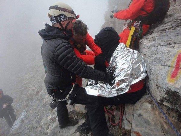 Φωτογραφίες: Ο απεγκλωβισμός του ορειβάτη στον Όλυμπο