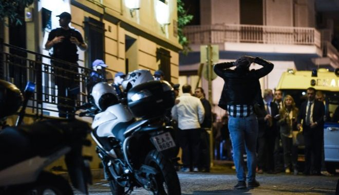 Δικηγόρος πυροβολήθηκε από αγνώστους σήμερα το βράδυ στο γραφείο του στην οδό Ασκληπιού στο Κολωνάκι. Πέμπτη, 12 Οκτωβρίου 2017 (EUROKINISSI / ΤΑΤΙΑΝΑ ΜΠΟΛΑΡΗ)