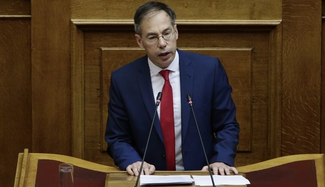 Ειδική συνεδρίαση στη Βουλή για το ποδόσφαιρο προτείνει ο Μαυρωτάς