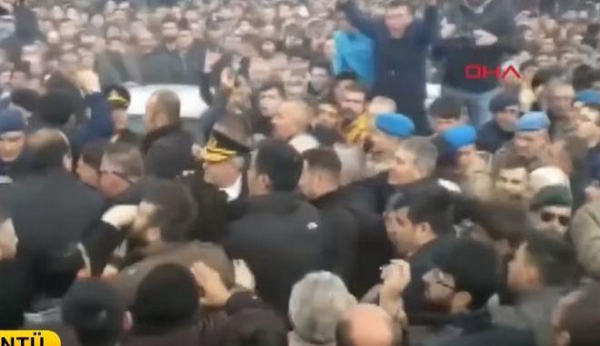 Τουρκία: Γροθιές στον επικεφαλής της αξιωματικής αντιπολίτευσης στην Άγκυρα