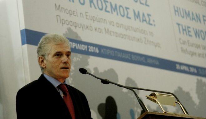 Π. Καρβούνης: Η κυβέρνηση Τσίπρα φαίνεται ότι θα βγάλει τα κάστανα από τη φωτιά