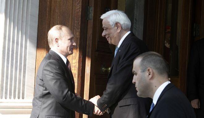 Συνάντηση του Προέδρου Δημοκρατίας Προκόπη Παυλόπουλου, με τον Πρόεδρο της Ρωσικής Ομοσπονδίας Βλαντίμιρ Πούτιν, την Παρασκευή 27 Μαΐου 2016, στο Προεδρικό Μέγαρο. (EUROKINISSI/ΓΙΩΡΓΟΣ ΚΟΝΤΑΡΙΝΗΣ)