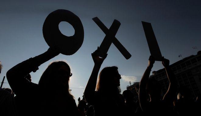 Οι πολλές αποχρώσεις του ΟΧΙ. Ανακοίνωση ΣΥΡΙΖΑ, πορεία η ΛΑΕ, στον Λυκαβηττό η Ζωή