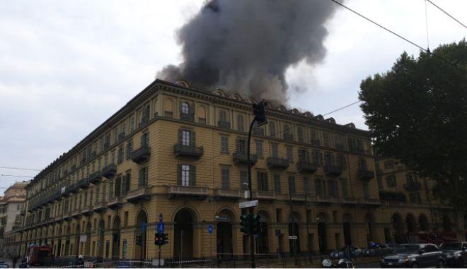 Φωτιά σε πολυκατοικία στο κέντρο του Τορίνο