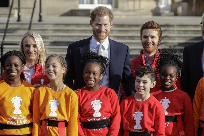 Ο Πρίγκιπας Χάρι στα ανάκτορα του Μπάκιγχαμ για την τελευταία του βασιλική υποχρέωση.