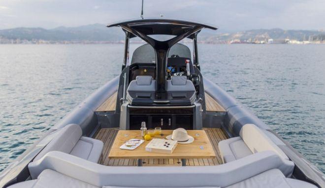 Το φουσκωτό των 500.000 ευρώ που εντυπωσίασε στη Μύκονο