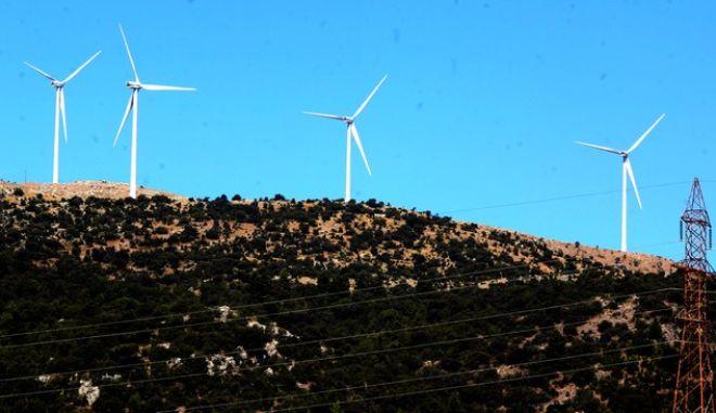 ΑΡΚΑΔΙΑ-ΚΑΛΟΓΕΡΙΚΟ-Ένα-ένα τα βουνά της Αρκαδίας γεμίζουν ανεμογεννήτριες εκμεταλλευόμενες τον άνεμο που πνέει παντού. Αξιοποιώντας την αιολική ενέργεια βηματίζουμε προς τις ανανεώσιμες πηγές ενέργειας.(EUROKINISSI-ΒΑΣΙΛΗΣ ΠΑΠΑΔΟΠΟΥΛΟΣ)