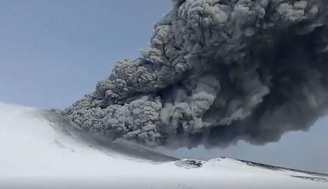 Βίντεο: Ηφαίστειο εξερράγη μετά από 250 χρόνια σιγής