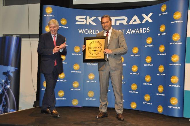 Το βραβείο εκ μέρους του Διεθνούς Αερολιμένα Αθηνών, παρέλαβε ο Διευθυντής Υπηρεσιών Αεροσταθμού, κ. Γιώργος Ζερβούδης