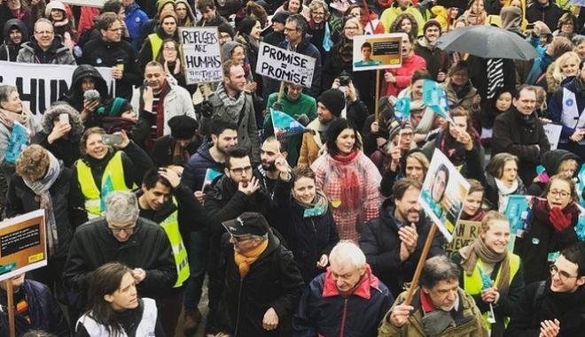 Να τους φέρουμε εδώ: Διαδήλωση στις Βρυξέλλες για τους εγκλωβισμένους πρόσφυγες στην Ελλάδα
