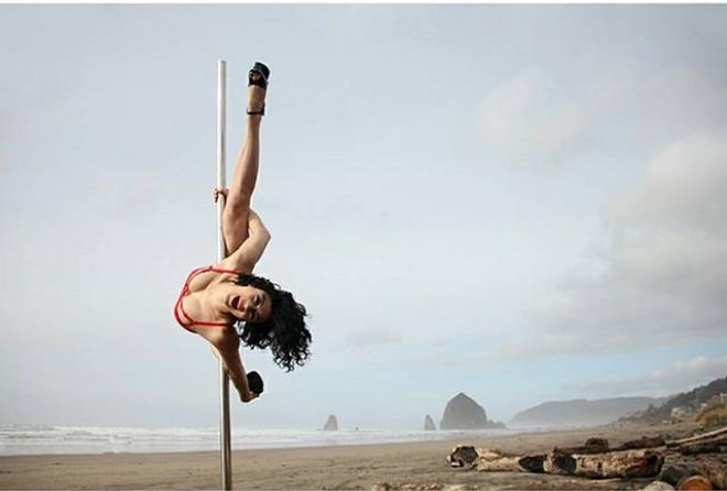 Ένας φωτογράφος απαθανατίζει strippers όπως δεν έχεις ξαναδεί