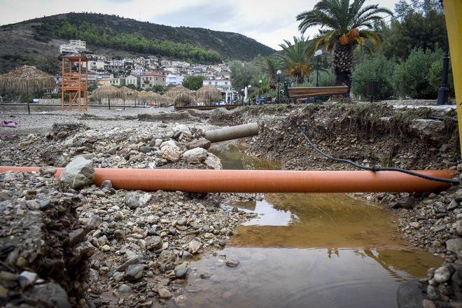 Στον νομό Κορινθίας έχουν γίνει 640 κλήσεις για παροχή βοήθειας και αντλήσεις υδάτων από πλημμυρισμένα σπίτια και καταστήματα
