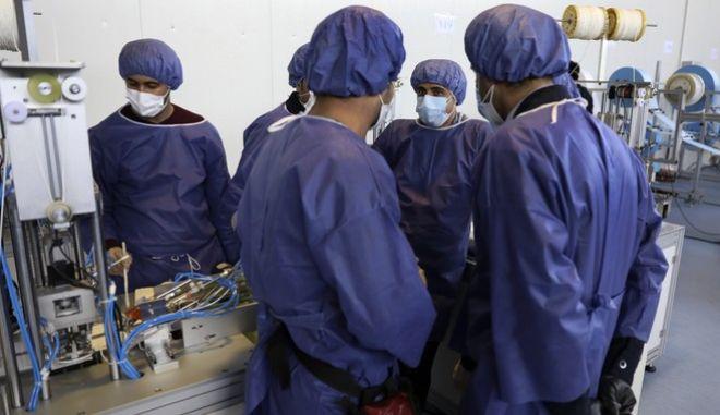 Εργαζόμενου του ιρανικού συστήματος υγείας