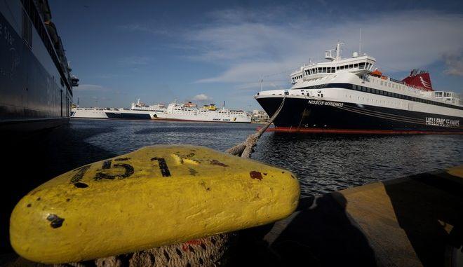Αρση της απαγόρευσης απόπλου των πλοίων από τα λιμάνια του Πειραιά, της Ραφήνας και του Λαυρίου.(EUROKINISSI/ΠΑΝΑΓΟΠΟΥΛΟΣ ΓΙΑΝΝΗΣ)