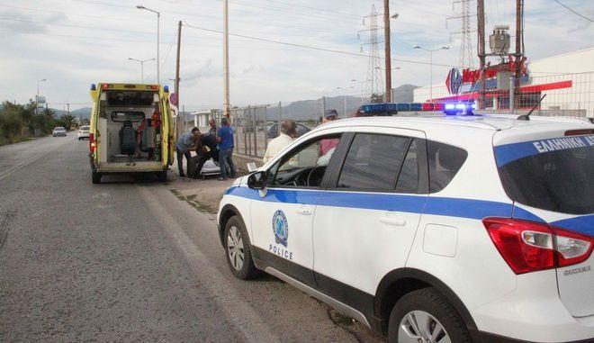 Περιπολικό της αστυνομίας και ασθενοφόρο του ΕΚΑΒ