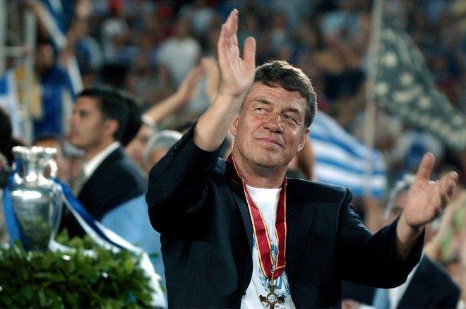 2004: Ο προπονητής της εθνικής ομάδας Ότο Ρεχάγκελ
